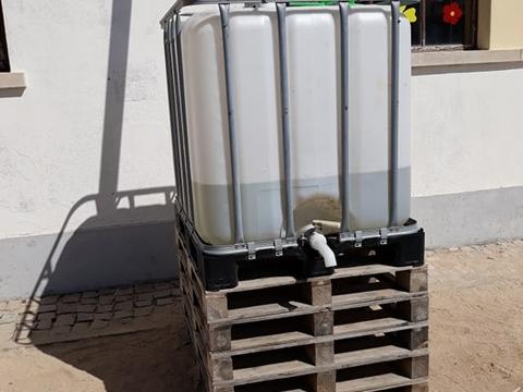 Colocação do depósito para o aproveitamento das águas da chuva  (Enc. de Educação)