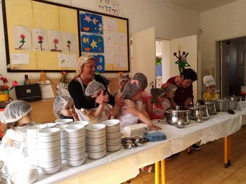 As sopas confecionadas e servidas pelos meninos do JI .  Havia vários tipos de sopas (alface, feijão verde, favas, caldo verde...)